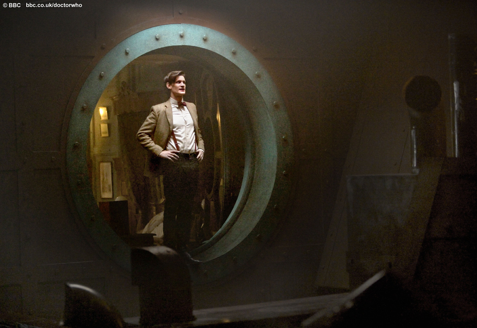 http://static.bbc.co.uk/images/ic/qe/crop/946x532/doctorwho/episodes/d11/s01/e14/wallpapers/d11s01e14_wallpaper_02.jpg
