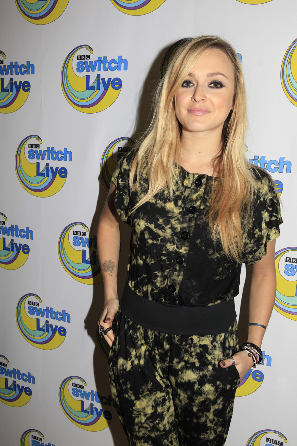 Fearne Cotton poses in front of a lovely looking background. Can we get some of that wallpaper for our bedrooms please?