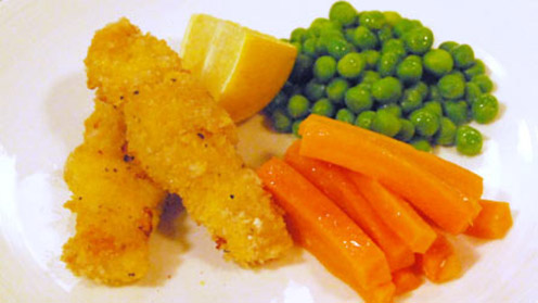 Fish fingers with carrots, peas and lemon