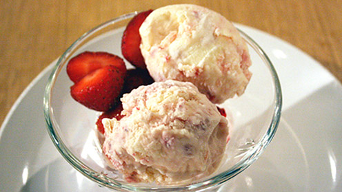 Strawberry meringue ice cream